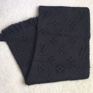 Louis Vuitton wool black scarf